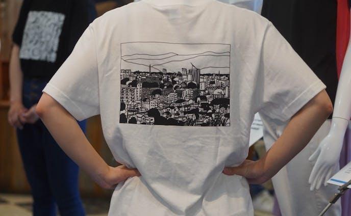 岡島百貨店 モモハナコラボチャリティーTシャツ