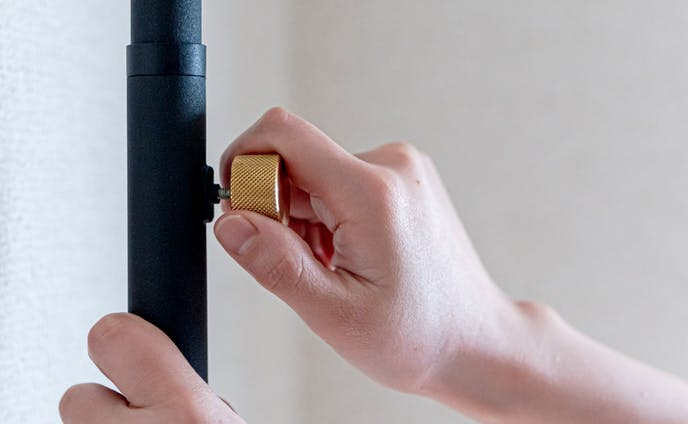 goodroom journal|鉄製の突っ張り棒「DRAW A LINE」で、ワークスペースの可能性を広げる。