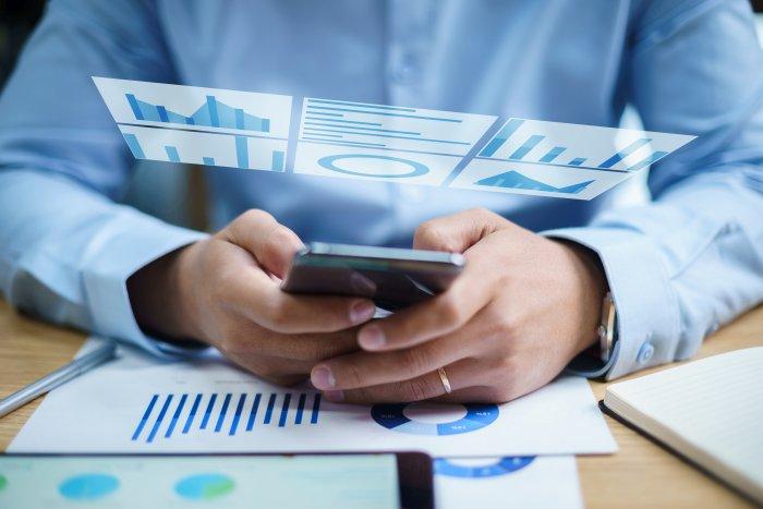 「ERPを簡単に導入し、誰でも活用できるように」  日本の商慣習に合わせた業務機能や帳票類で  ERP導入のリスク・負担を最小限に