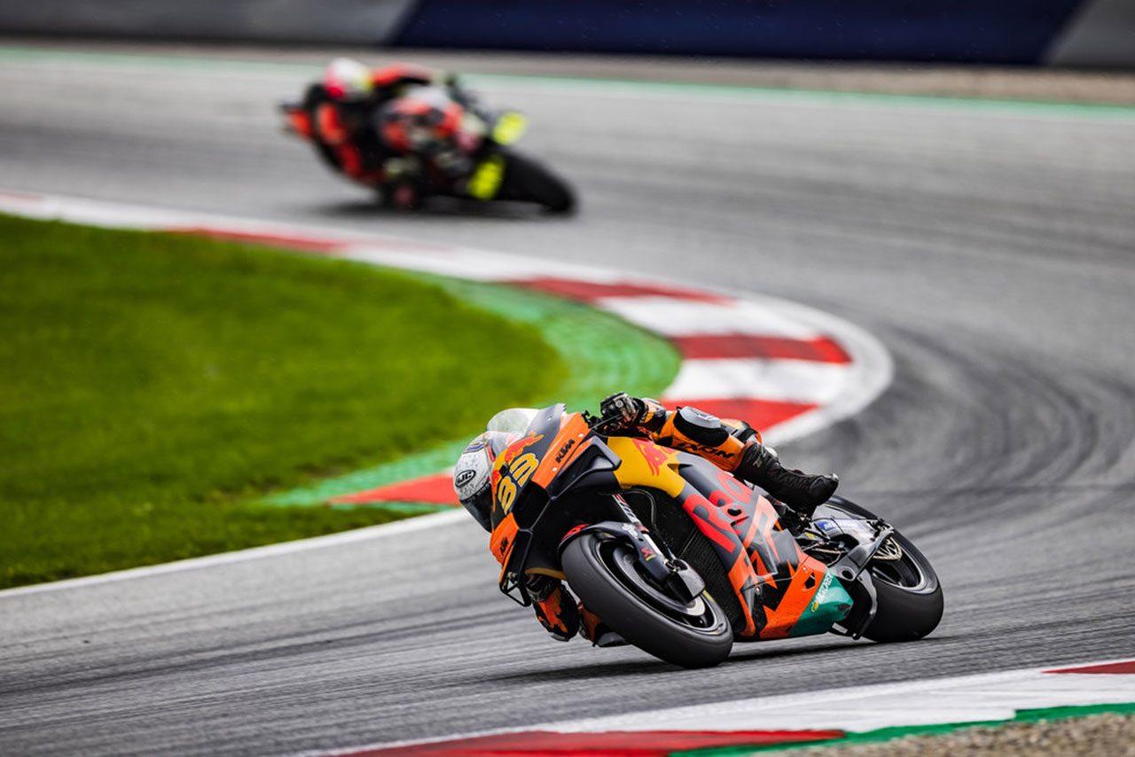 MotoGPコラム/第11戦オーストリアGP:残り3周の分岐点で、ビンダーが下したスリックタイヤで走る決断