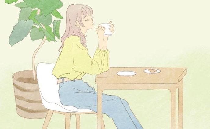 お茶を飲んで休憩する女性