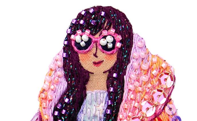ピンクのコートとイノシシ