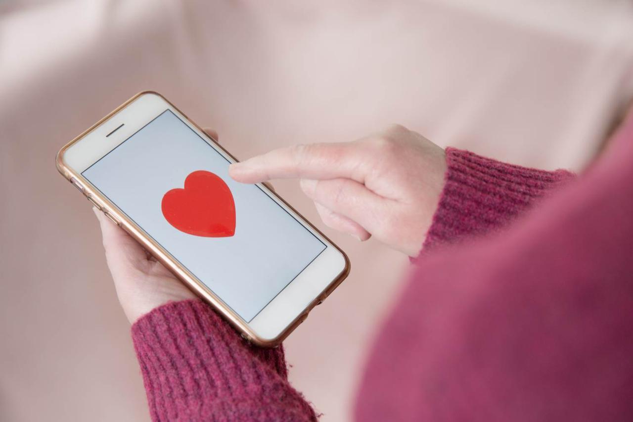 【カワコレメディア】オンラインの出会いってどうなの?最近の女子大生の恋愛事情を大学生専用SNSで探ってみた - カワコレメディア   最新トレンド・コスメ・スイーツなど女の子のためのガールズメディアです!