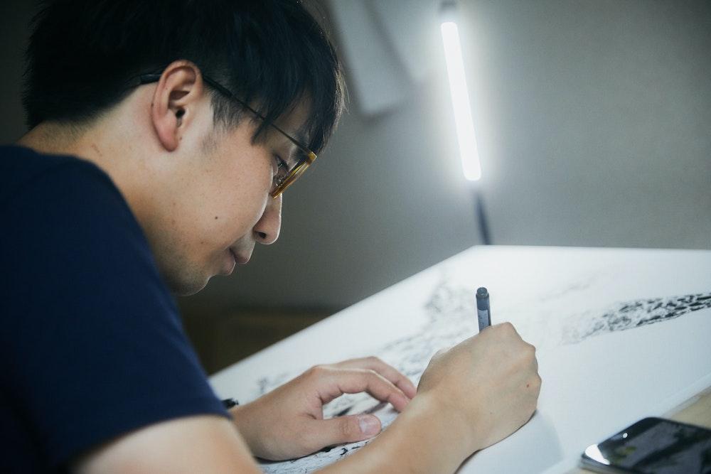 """見入ってもらえるような""""魔力""""のある作品を描きたい。マツダケンが描く「動植物の共生」の姿"""