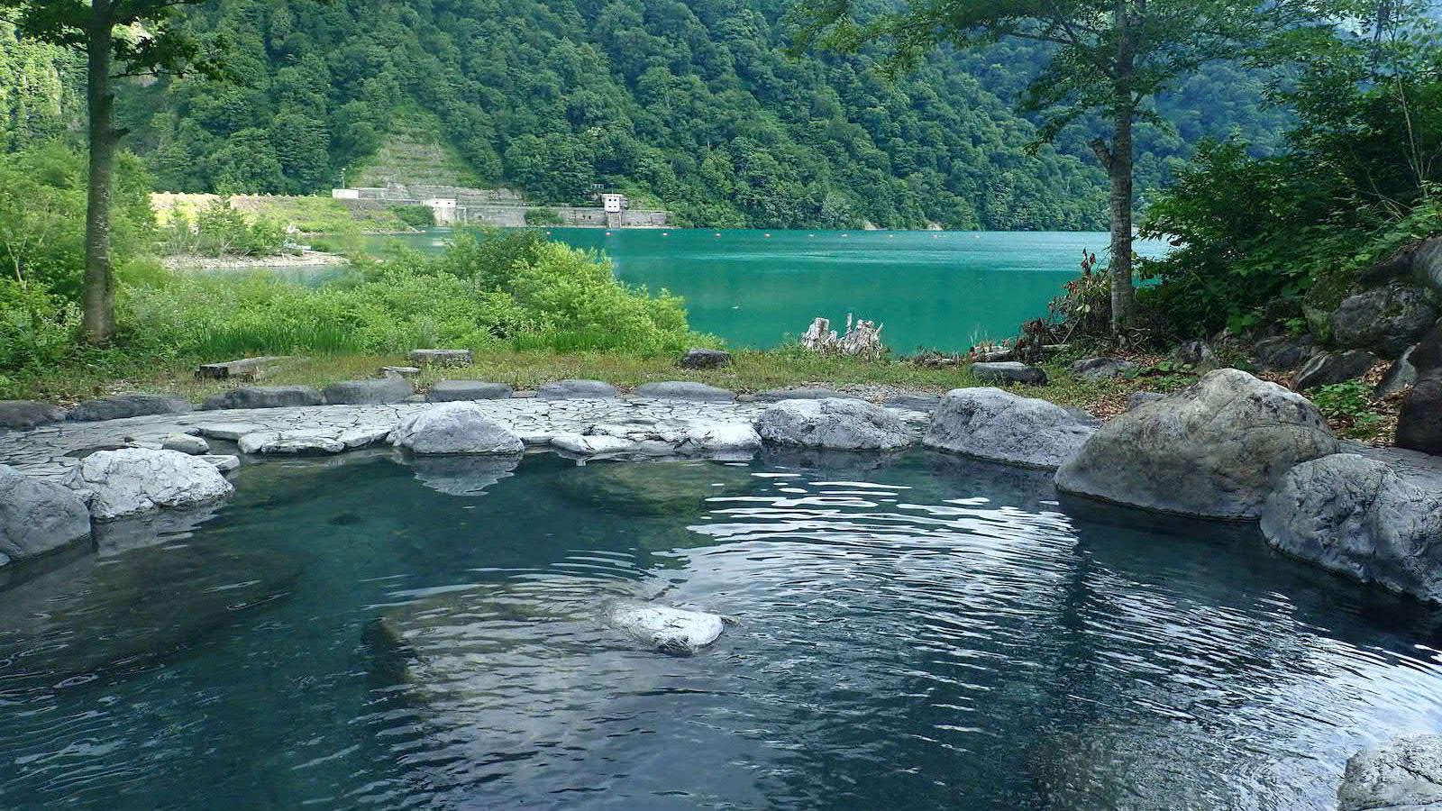 日本中を旅するアウトドアライターが紹介。野趣溢れるマニアックな8箇所の「秘湯」